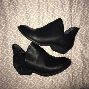 black boots ! worn twice